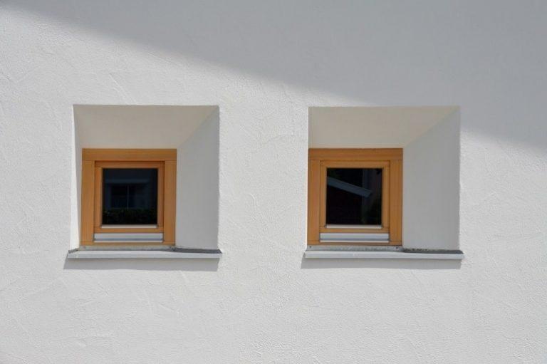 Zwei kleine Fenster
