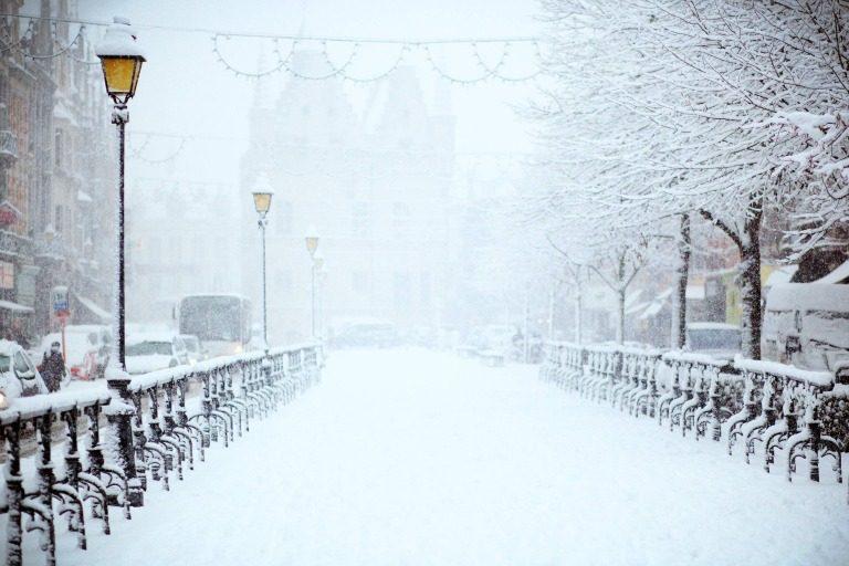 Verschneite Straße