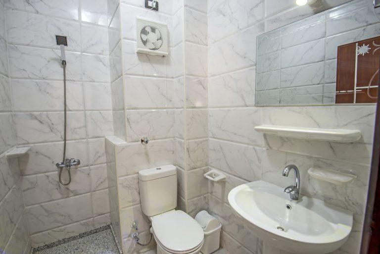 Toilette mit Spülkasten