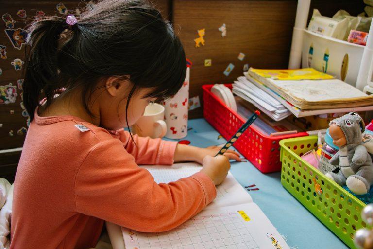 Schreibtisch für Kinder-1