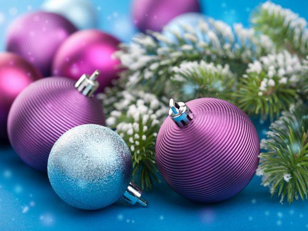 11099273 – colorful christmas balls
